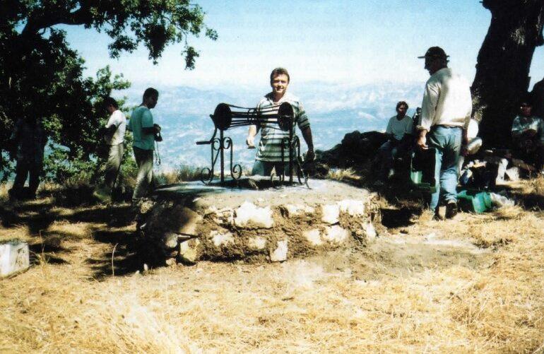 Eπιδιόρθωση του πηγαδιού της Βαράσοβας, περιοδικό Κορφές, τεύχος 118 Μάρτιος Απρίλιος 1996, ΕΟΣ Αχαρνών